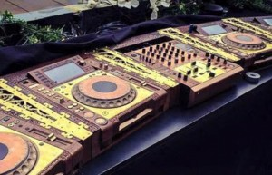 tomorrowland-2015-custom-cdjs-pioneer-700x450