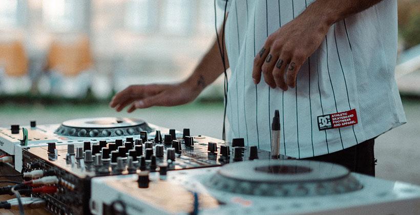 Mejores-controladores-para-DJs-del-mercado